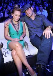 Hilary Duff leggy and cleavagy at 2010 Teen Choice Awards - Hot  Celebs Home