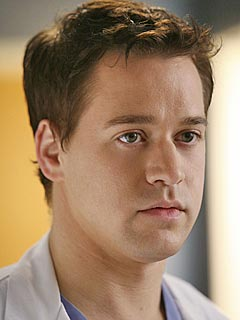 T.R. Knight Asks to Leave Grey's Anatomy : People.com