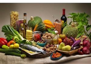 Mediterranean diet foods are shown.