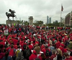 Public school teachers rally at Chicago's Congress Plaza, Sept. 13, 2012.