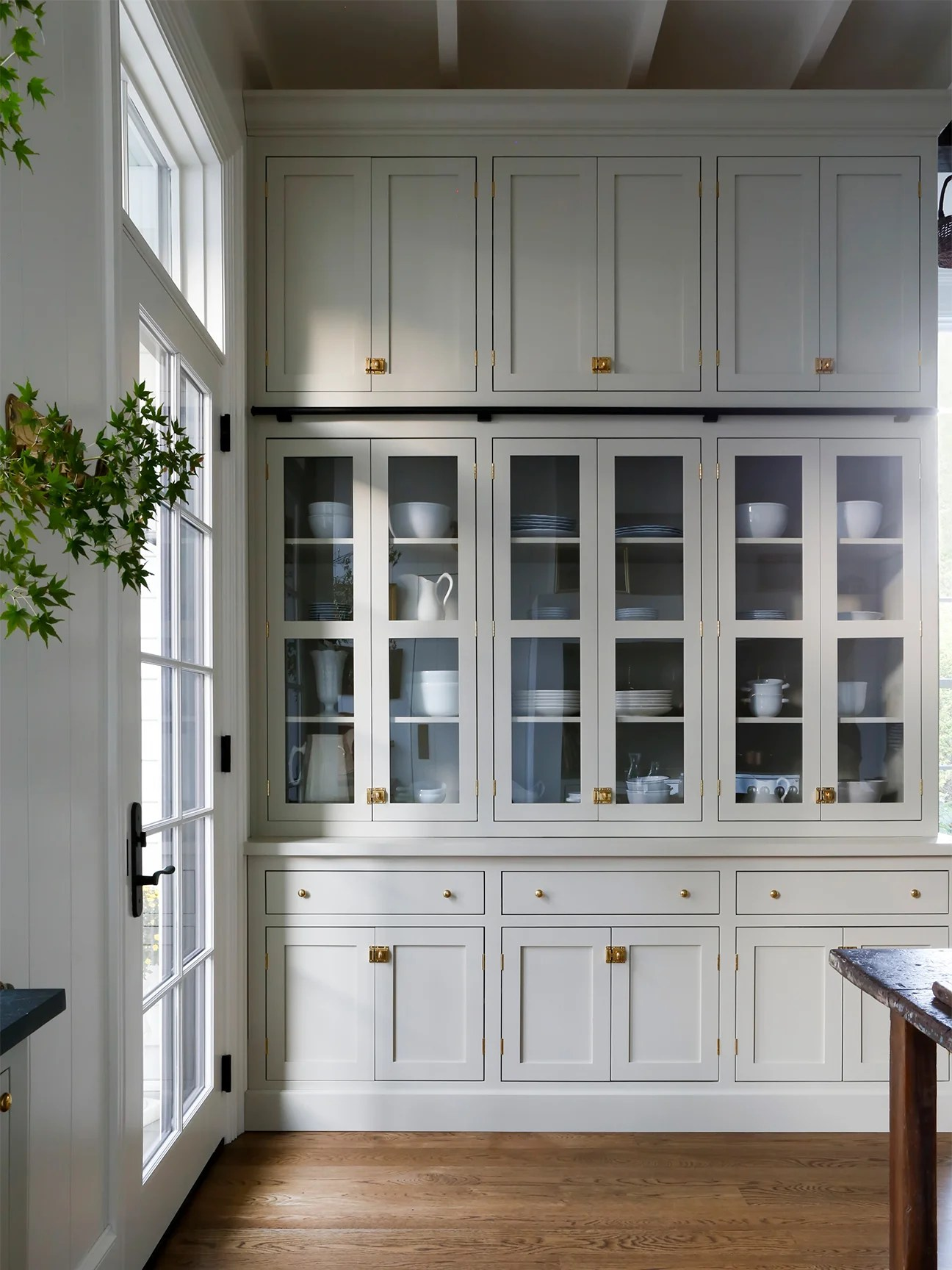 7 Farmhouse Kitchen Cabinets That Are Here To Charm