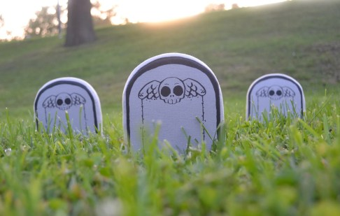 Make your own gravestone plush by Zombie Romance Halloween DIY Tutorial Pattern