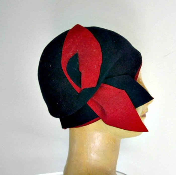 vintage 1930s helmet style felt cloche hat red navy