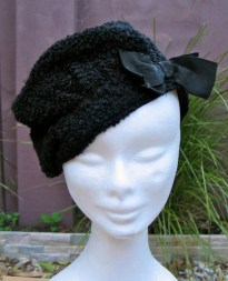Vintage 1930s Black Boucle Woolen Beret with Bow