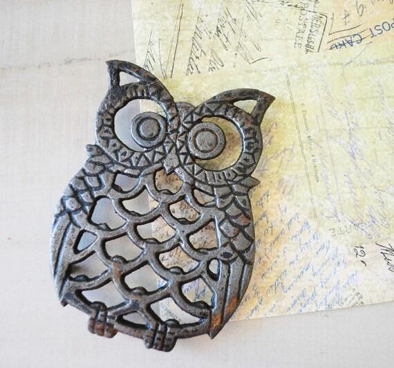 vintage cast iron owl trivet - MyraMelinda