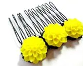 Bright Yellow and Black Flower Comb - MegansBeadedDesigns