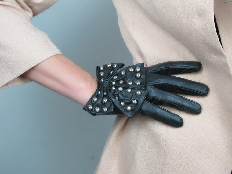 Genuine Leather Short Gloves - Black - Sheepskin - Women - Winter Fall - Handmade - Free Shipping