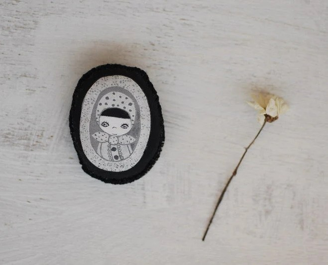 Cameo fabric brooch, Dolli Tude 2