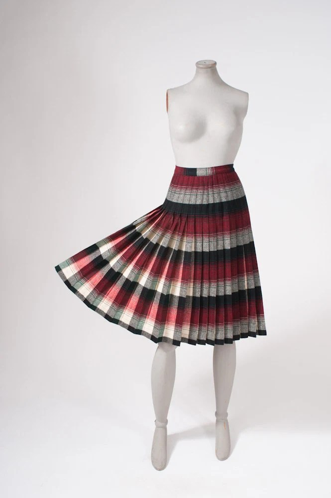 1950's Pendleton Wool Plaid Pleated Skirt - Pendleton '49er Winter Classic - missfarfalla
