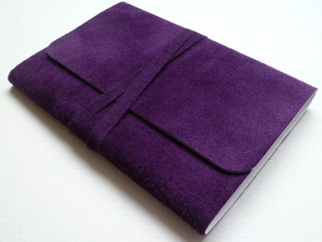 http://www.etsy.com/listing/127374471/suede-bound-notebookjournal-lovely-rich?ref=sr_gallery_22&ga_search_query=notebook&ga_view_type=gallery&ga_ship_to=ES&ga_search_type=all&ga_facet=notebook
