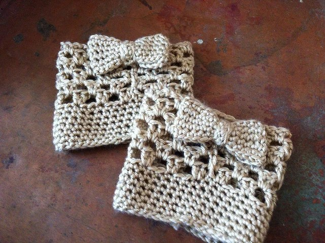 Boot Cuffs with Bows Bootcuffs Brown Barley Tweed Yarn Crochet Valentines