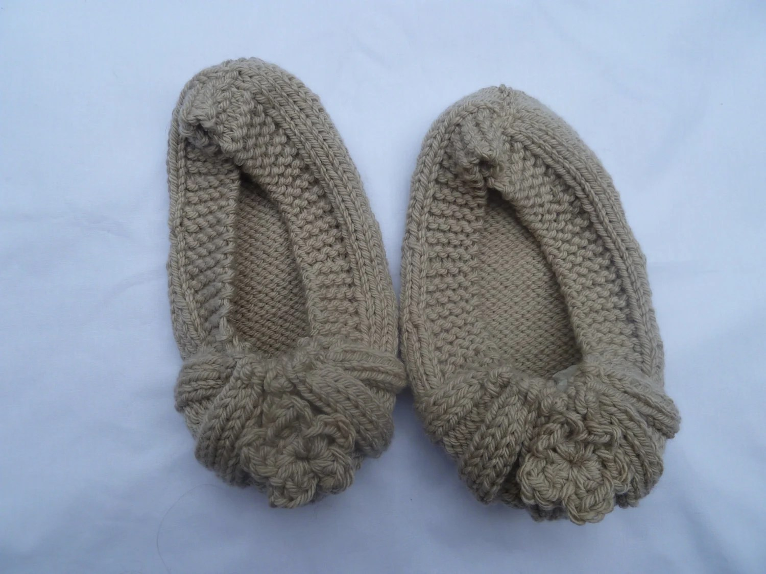 slippers hand knitted with crochet flower