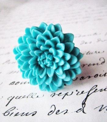 Chrysanthemum ring in vibrant turquoise - wide hammered silver band