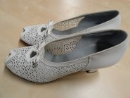 Vintage White 1940s SPRING FASHION Mesh Peep Toe Cut Away Pumps Nurse Shoes