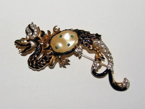 Trifari 1942 Ming Dragon Brooch