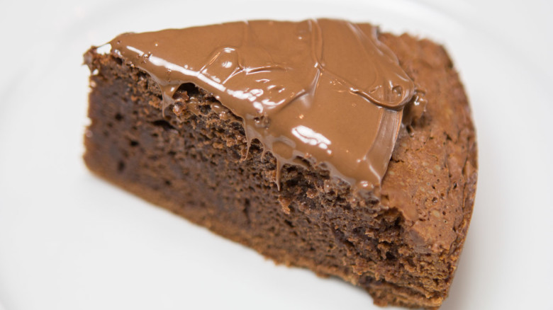 3 Ingredient Nutella Chocolate Cake