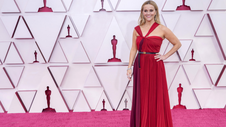 Reese Witherspoon's Dress At The 2021 Oscars Left Fans Disappointed