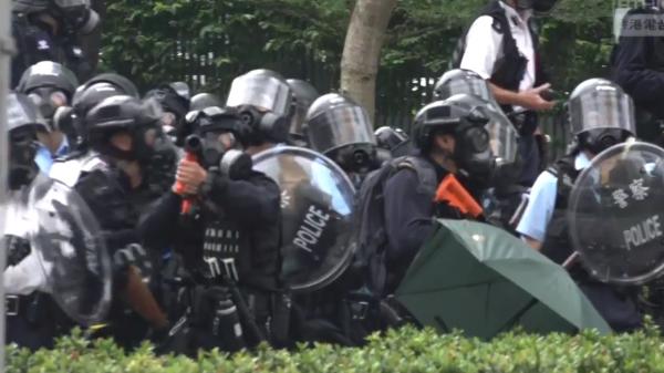 【更新】6.12香港反送中 警方武力驅散 多人中槍昏迷(組圖/視頻) 反送中   立法會   香港警察   抗議   惡法 ...
