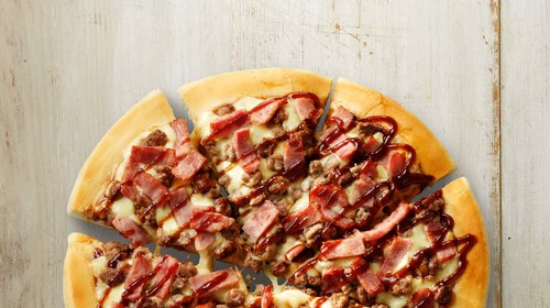 Calories in Pizza Hut BBQ Cheeseburger Pizza