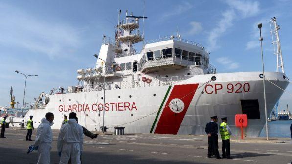 Migranti, la Camera autorizza la missione delle navi italiane in Libia