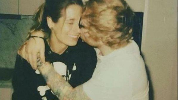 Ed Sheeran si sposa: all'altare con la sua ex compagna di liceo Cherry Seaborn