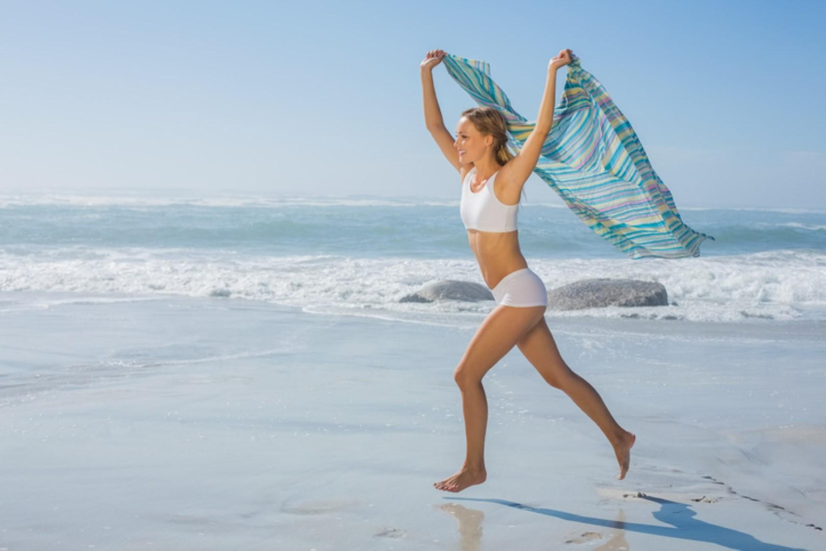 Moda: cosa indossare in spiaggia quando si superano gli anta
