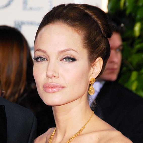 Angelina Jolie - Transformation