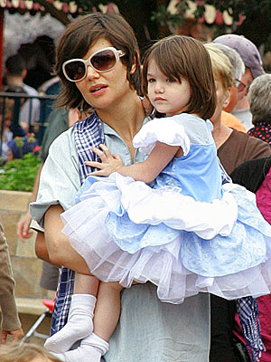 'MAGIC' MOMENT photo | Katie Holmes, Suri Cruise