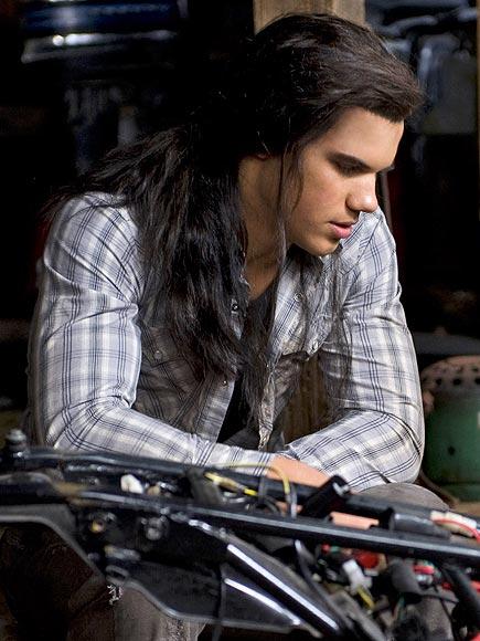 7. HE EVEN LOOKS GOOD IN A WIG  photo   Kristen Stewart, Taylor Lautner