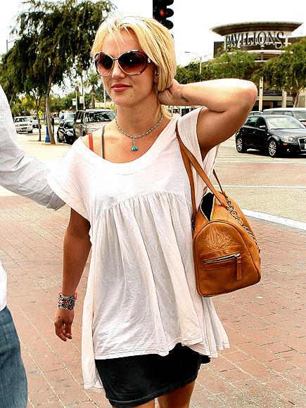 SHOP WALK photo | Britney Spears