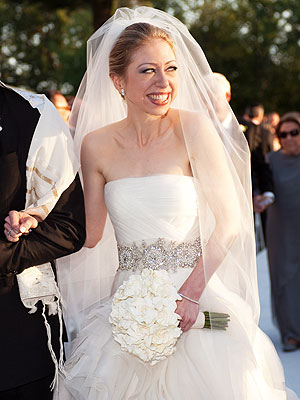Chelsea clinton wedding dress a realistic wedding a carrie underwood in monique lhuillier junglespirit Image collections