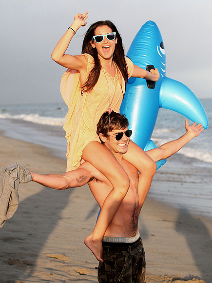 BEST SEAT IN THE HOUSE   photo | Ashley Tisdale, Zac Efron
