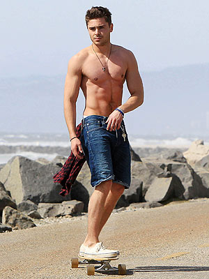 Zac Efron Shows Off His Amazing Abs| Bodywatch, Zac Efron