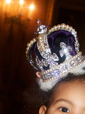Blue Ivy Carter Wears a Crown Beyonce