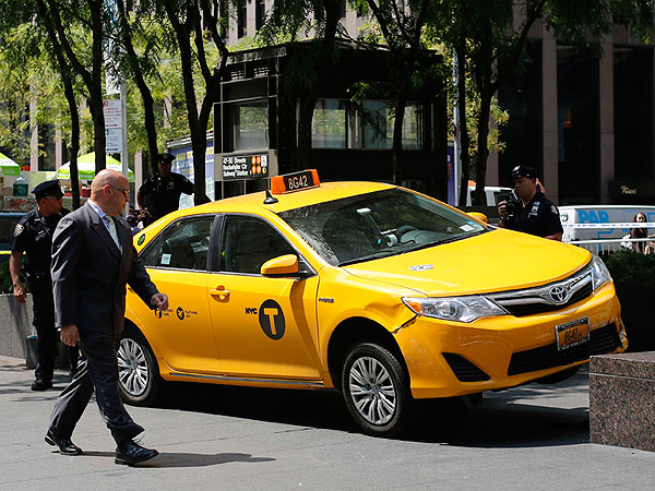 Dr. Oz and Plumber Aid Woman Struck by Taxi in N.Y.C.| Real People Stories, Dr. Oz