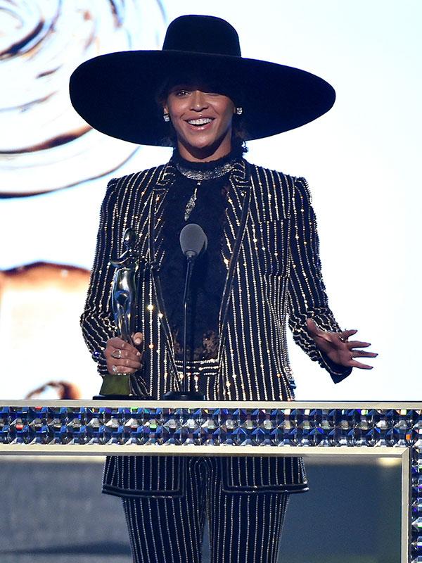 Beyonce CFDA Winner on stage