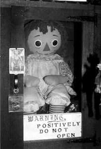Annabel la muñeca