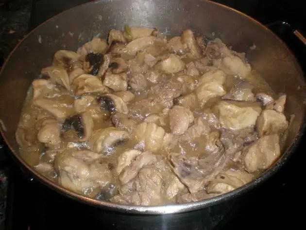 Pollo a la pimienta blanca