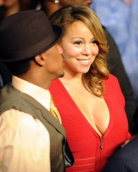 Mariah Carey shows big cleavage in low-cut red dress at Mayweather fight in Las Vegas - Hot Celebs Home