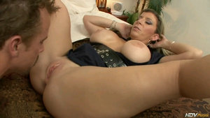 Sara Mature babe gives tight