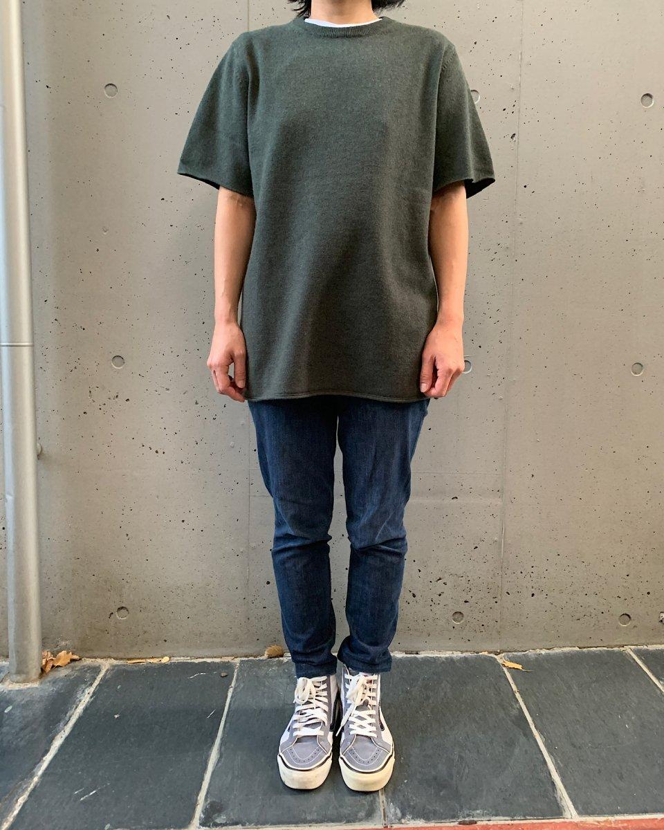 カシミアTシャツ カーキグリーンの写真