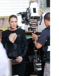 Blake Lively shows her boobs on set of Gossip Girl in NYC - Hot Celebs Home