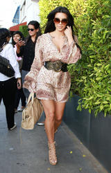 Kim Kardashian leggy and showign nice cleavage at Giorgio Baldi Restaurant in LA - Hot Celebs Home