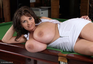 hot natural mom