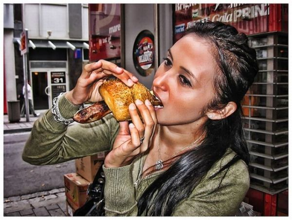 girlseatinghotdogs40 - Julio mes de los Hot Dogs celébralo con estas fotos de Chicas comiendo perritos calientes