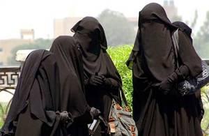 A aucun moment, senfermer dans un drap noir naurait pu être rattaché à la simple application automatique dune religion