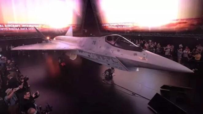 Rusya'nın son teknoloji uçağı görücüye çıktı: Checkmate 14