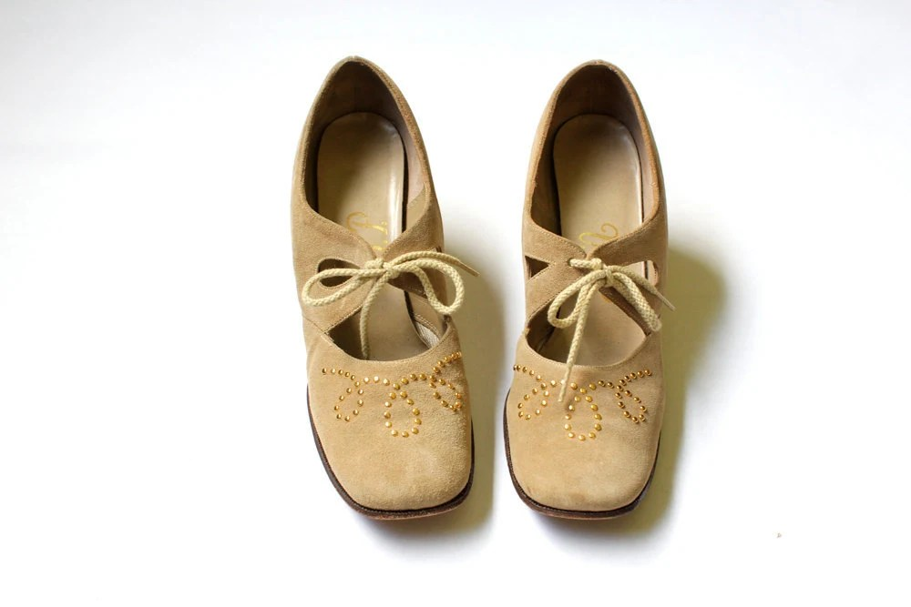 vintage 1960's taupe STUDDED GOLD cut out suede leather oxford heels - clevernettle