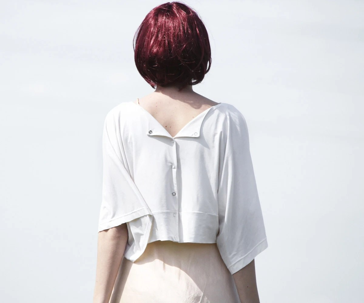 Off-white cropped bamboo jersey kimono top / jacket with popper closure - Vietto