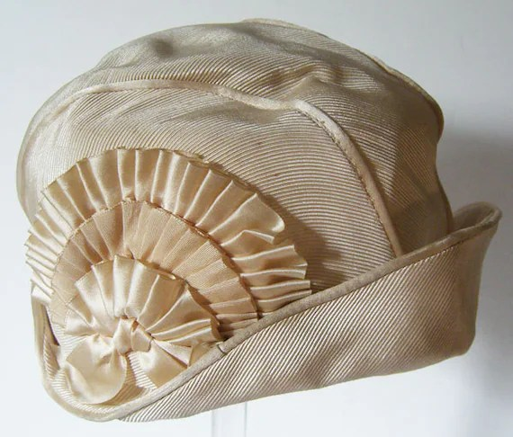 Vintage 1920s Ivory White Flapper Womans Cloche Hat